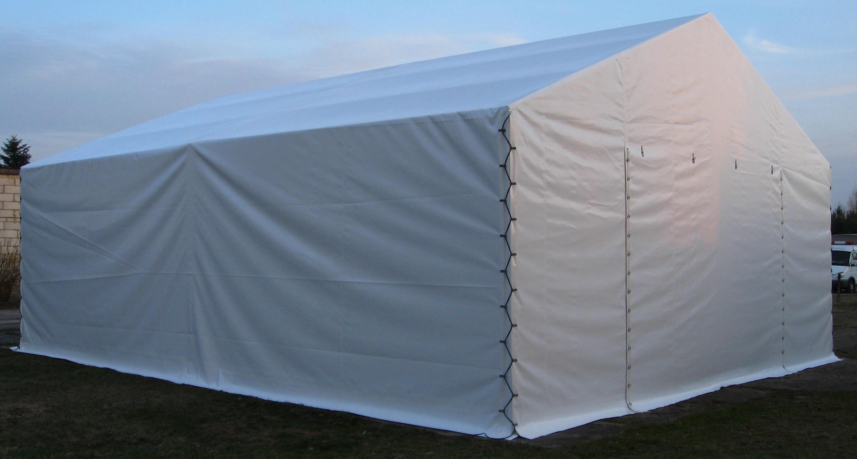 Plandekowe okrycie hali namiotowej