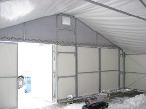 Namiot magazynowy w trakcie trwania zimy