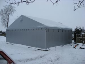 Namioty magazynowe jako hale do składowania towarów